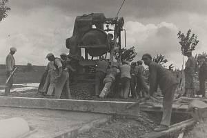 Dne 10. dubna uplynulo devadesát let od zahájení stavby Masarykova okruhu, který vznikal necelých pět měsíců.
