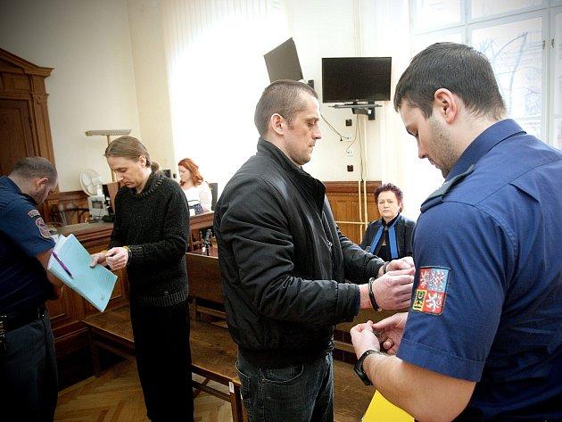 Štefan Blažek s kamarádem Martinem Stoklasou u brněnského krajského soudu.