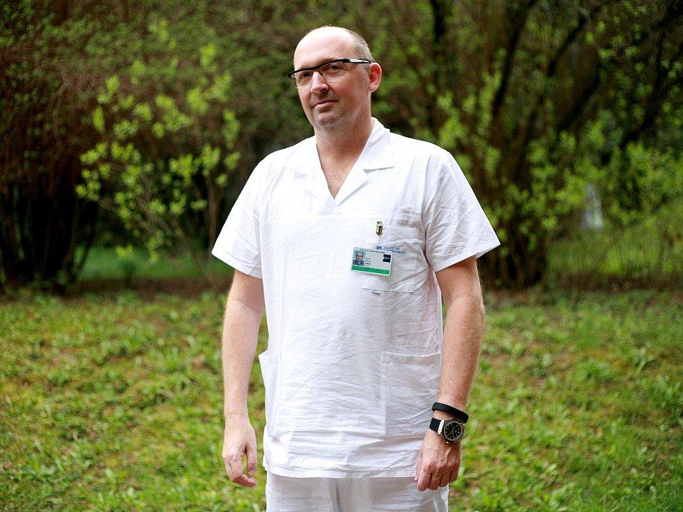 Primář centra pro léčbu bolesti ve Fakultní nemocnici U svaté Anny Marek Hakl.