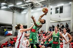 Basketbalistky Králova Pole (v zeleném) měly při Final Four Českého poháru v Karlových Varech poloviční úspěšnost.
