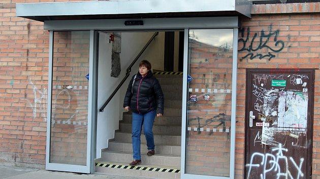 Lidé mohou po dlouhé době využívat průchod z podchodu na brněnském hlavním nádraží k obchodnímu domu