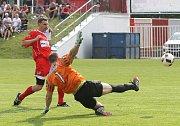 Utkání mezi TJ Start Brno (v červeném) proti TJ Rajhradice. Na snímku Zedníček (Brno) dal gól na 2-0.