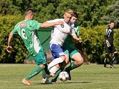 Fotbalový zápas Líšně (v bílém) s Bystrcí (v zeleném). Ilustrační foto.