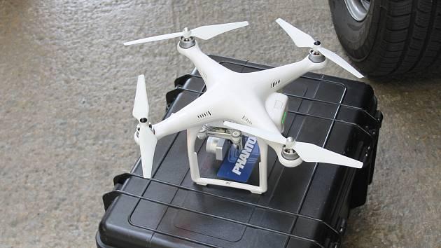 Rakouští policisté se v pondělí na hraničním přechodu mezi Mikulovem a Drasenhofenem sešli s jihomoravskými kolegy, kteří je poučili, jak využít drony v boji se zločinci.