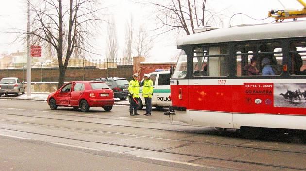 Dopravu v Křenové zdržela srážka tramvaje a dodávky. Muž skončil v nemocnici