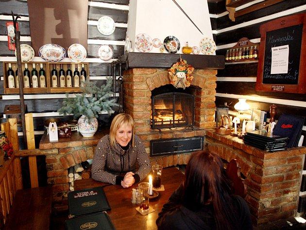 Stylová restaurace Skanzeen nabízí tradiční valašskou a slovenskou kuchyni.