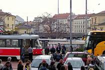 Tramvaj srazila chodkyni u hotelu Grand v Brně.
