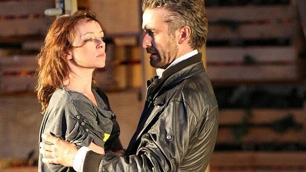 Zkrocení zlé ženy v režii Daniela Špinara ztvárnila dvojice Tatiana Vilhelmová a Roman Zach.