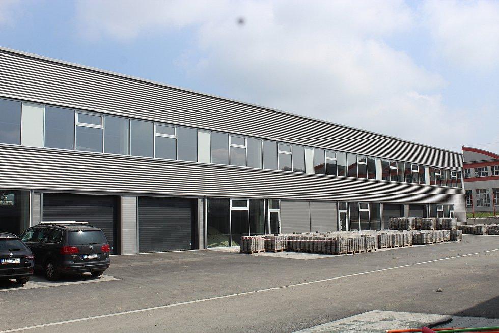 Po dokončení využijí prostory eshopy, lehký průmysl nebo drobní živnostníci.