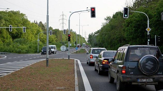 Řidiče trápí kolony na křižovatce Žebětínské a Kohoutovické ulice na Staré dálnici v Brně.