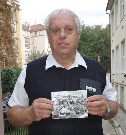 Pamětník sovětské okupace ze srpna 1968Vladimír Buček, který zachytil příjezd vojsk na fotoaparát.