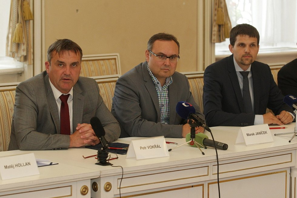 Podpis nové koaliční smlouvy v Brně.