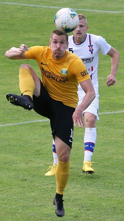 24.6.2020 - 26 kolo F:NL mezi domácí SK Líšeň (bílá - Michal Jeřábek) proti FK Baník Sokolov (žlutá - Marek Červenka)