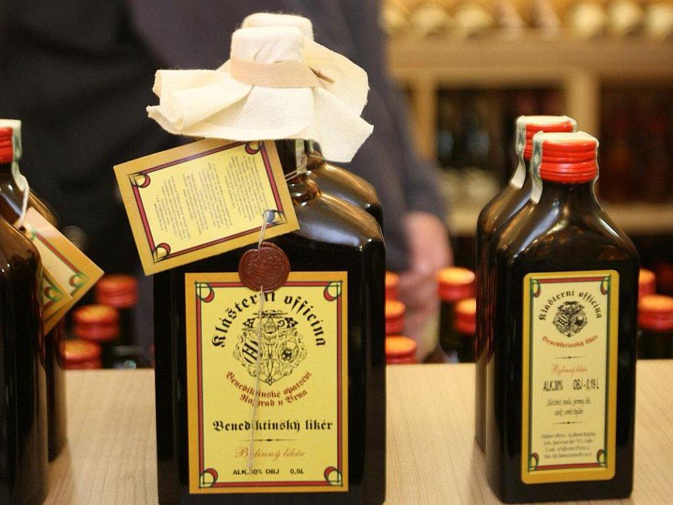 Prodejna v Brně nabízí přes sto druhů mešních a košer vín.
