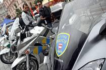 Policisté předváděli na brněnském náměstí Svobody svoji techniku i ukázky zásahů.