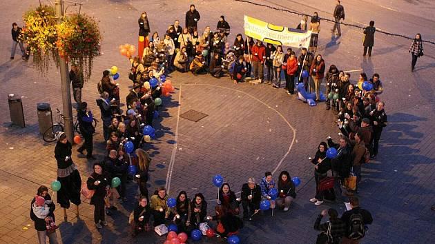 Průvod dobrovolníků centrem Brna.