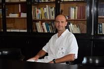 Lékař Tomáš Vojtíšek, přednosta ústavu soudního lékařství.