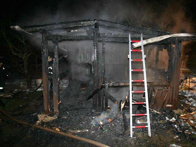 Chatka v Pisárkách lehla v sobotu večer popelem.