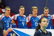 Volejbalista Marek Zmrhal (druhý zleva) si odbyl reprezentační premiéru.