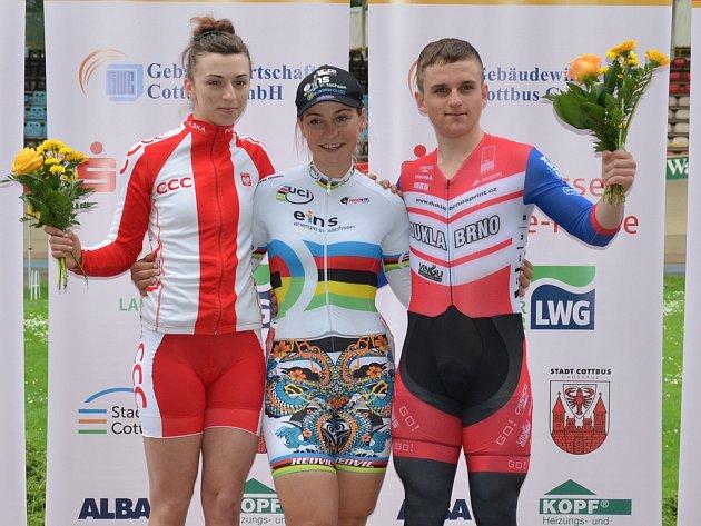 Talentový dráhový cyklista brněnské Dukly Josef Junek (vpravo).