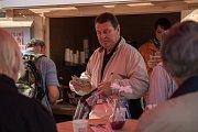 V Brně lidé dostanou kávu z místní pražírny a mohou hlasovat v anketě o mzdách a nemocenské.