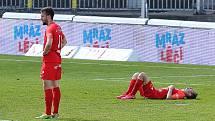 Brněnští fotbalisté (v červeném) se po sezoně v nejvyšší české soutěže vrací do FORTUNA:NÁRODNÍ LIGY.