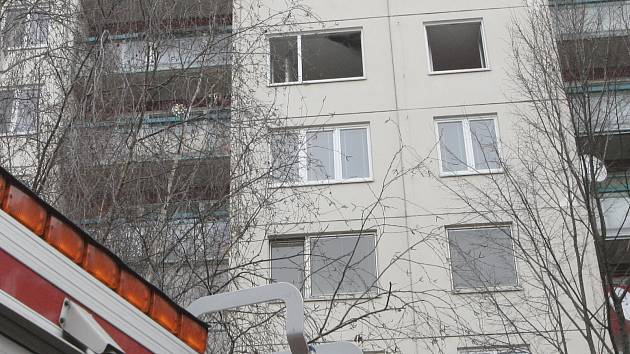 U požáru v bytě panelového domu zasahovalo pět hasičských jednotek