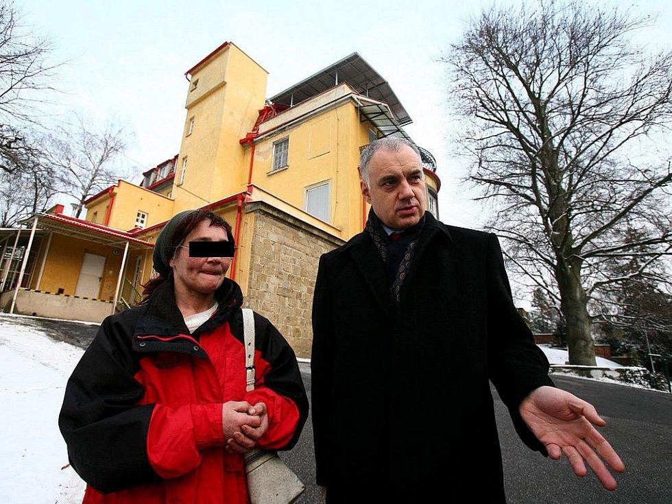 Žena, která skrývala pětiletou dceru, se setkala s náměstkem brněnského primátora Danielem Rychnovským.