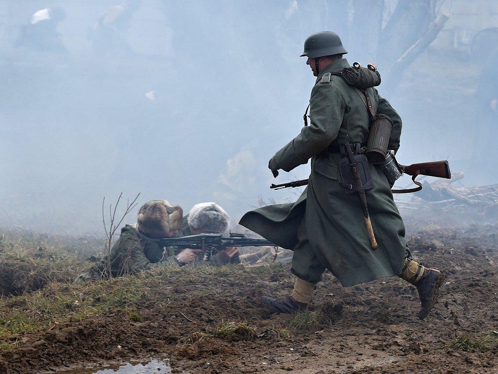 Ukázka zimní bitvy z druhé světové války v Army Parku v Ořechově na Brněnsku.