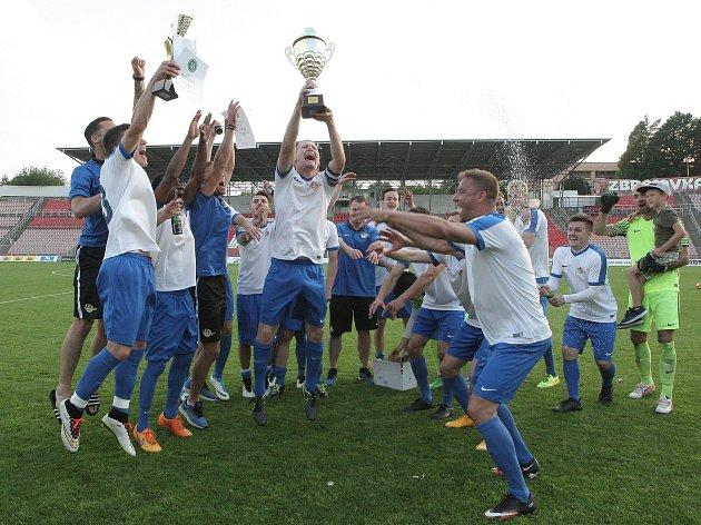 Fotbalisté Tišnova roli favorita finále krajského poháru zvládli. Po bezgólové remíze s Rousínovem rozhodly penalty.