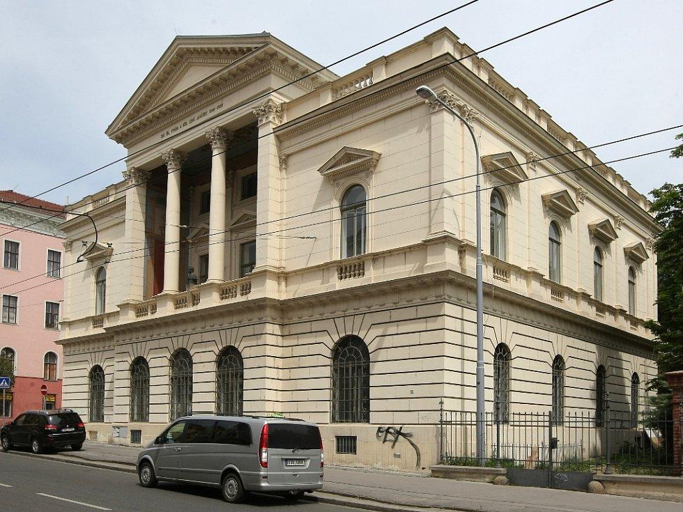 Dům na rohu Kounicovy a Smetanovy ulice je známý jako Chleboradova vila, Řecká vila nebo Janáčkův dům.