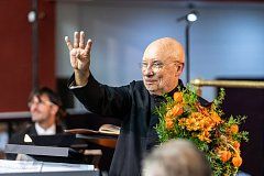 Nový šéfdirigent brněnské filharmonie Dennis Russell Davies má za sebou první koncert