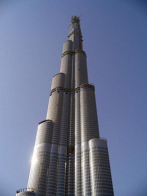Rozestavěná věž Burj Dubai v Dubaji se má stát nejvyšším domem na světě.