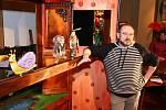 Nový pohádkový cyklus dětem přiblíží tři druhy loutek: maňásky, marionety a loutky–manekýny. Pohádkové představení, které lze navštívit v expozici Měnínské brány, doplňuje také výstava tří set loutek mapujících šedesát let Divadla Radost.