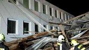 Jihomoravští hasiči od sobotního večera do pondělního rána měli kvůli silnému větru takřka dvě stě zásahů. Například v Hustopečích.