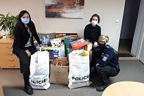 Jihomoravští policisté darovali hračky na dětskou onkologií a do dětského domova.