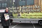 Jak se správně chránit před klíšťaty a proč se nechat očkovat proti klíšťové encefalitidě se o víkendu dozvěděli lidé, kteří přijeli do nákupního centra Olympia v Modřicích na Brněnsku.