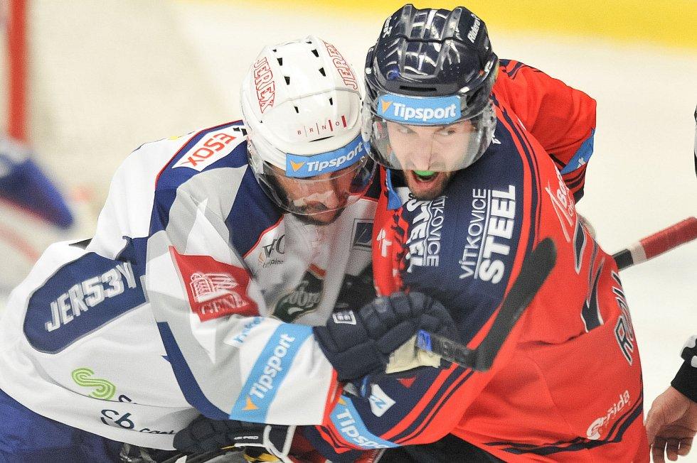 Utkání 35. kola hokejové extraligy: HC Vítkovice Ridera vs. HC Kometa Brno, 30. prosince 2017 v Ostravě. (vlevo) Čermák Leoš a Roman Ondřej.