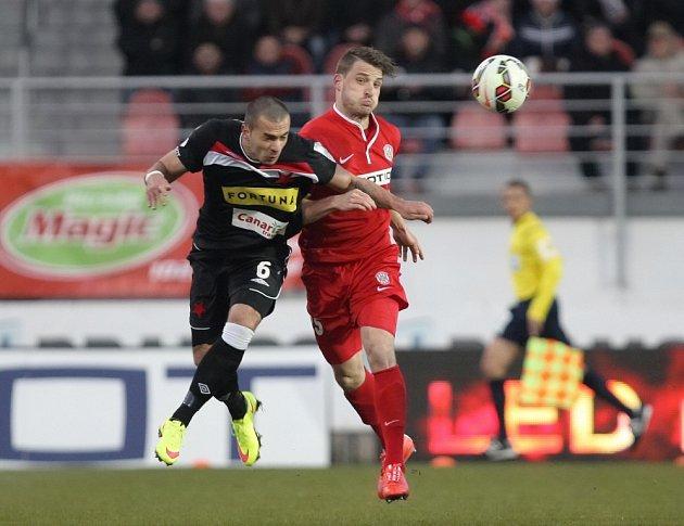 Fotbalista David Pašek ještě v červeném dresu brněnské Zbrojovky. Nové angažmá si našel na Kypru.