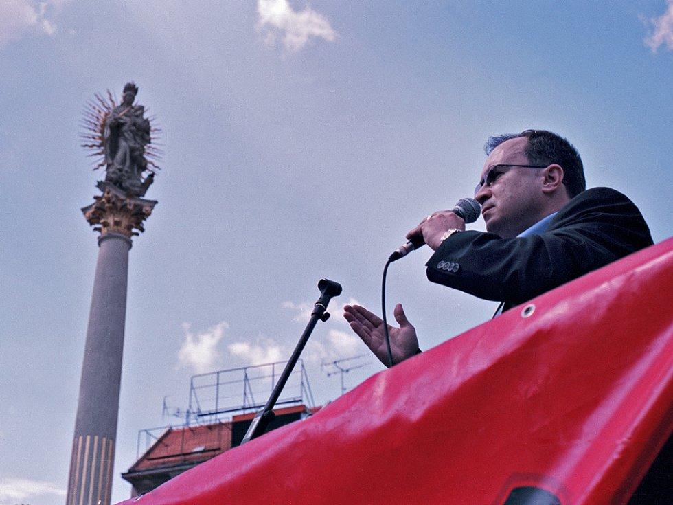 Předseda Dělnické strany Tomáš Vandas v Brně na náměstí Svobody.