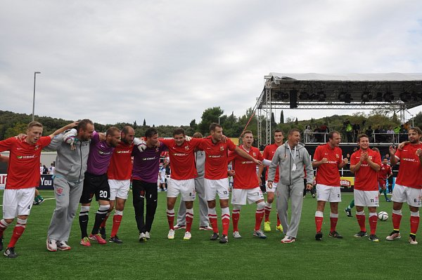 Česká reprezentace vmalém fotbalu odstartovala oslavu postupu do semifinále mistrovství Evropy.