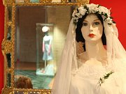 Že svatební šaty nemusí být stejné, jako dnes, ukazuje výstava Ano v bílém?