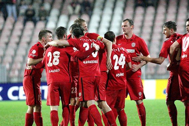 Brněnští fotbalisté (v červeném) zdolali na domácí půdě Bohemians 2:1.