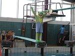 Skoky z pěti metrů nebo romantické koupání. Lužánecký bazén slavil čtyřicet let