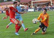 Zbrojovka se v přípravném zápase střetla se Slovanem Bratislava. Na snímku Zikl (Brno) - Bajrič a brankař Slovanu Šulla.