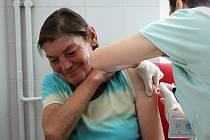 Až do podzimu budou lékaři z Nemocnice Milosrdných bratří každý čtvrtek očkovat lidi bez domova proti žloutence typu A.