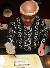 Tadayoshi Ebina umí ze sushi udělat hotové mistrovské dílo.