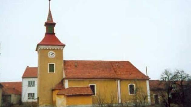 Kostel v obci Rašov