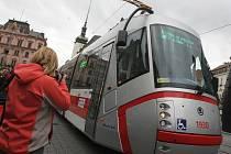 Dopravní podnik města Brna spolu s radními odpovídajícími za dopravu a primátorem Petrem Vokřálem ve čtvrtek pokřtili novou tramvaj Škoda 13T jménem Bohuslav Fuchs. Odstartovali tak sérii dvaceti křtů nováčků vozového parku dopravního podniku.