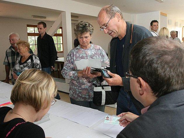 Obyvatelé Přízřenic a Dolních Heršpic hlasují o odtržení od města Brna.
